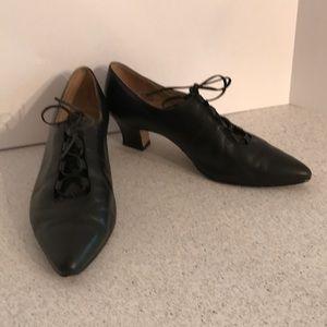 Vintage Nine West Black Leather mid heel lace ups